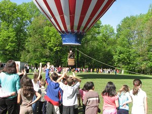 kids with hot air balloon